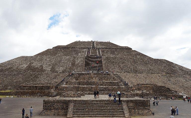 【メキシコ】メキシコシティーからバスでたったの1時間!1度は訪れたいティオティワカン遺跡