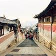 #北村韓屋村 #ソウル #韓国 2016年12月  同じアジアだからなのか古い町並みもなんとなく 日韓🇯🇵🇰🇷似てる気がしてなんか落ち着くな〜😊  壁の模様がナルト🍥みたい😆😆