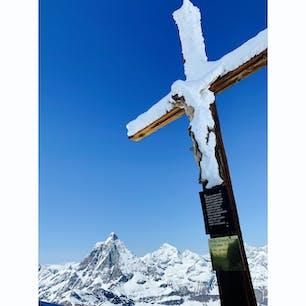Zermatt, Switzerland  ヨーロッパで一番高い展望台、マッターホルン・グレッシャー・パラダイス(3883m)からの景色!  富士山より高いところから、マッターホルンをはじめとしたスイスの山々を360°見渡すことができます☀️