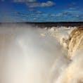 【イグアスの滝 アルゼンチン側】 世界三大瀑布のひとつ。水量世界一を誇る滝です。訪れる方は、是非ブラジル側とアルゼンチン側両方見てください!