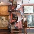 ▶︎フランス🇫🇷パリ  ギュスターヴ・モロー美術館 Le Musée Gustave Moreau  ギュスターヴ・モローのファンはもちろん、建築が好きな方にも訪れて欲しいです!こちらの螺旋階段をTwitterのbot系アカウントのツイートで知り、実際に生で見て本当に美しさに溜息が出ました😌  素描などの作品も一体いくつあるのかと思うほどたくさんあり、それら作品の収納されている場所もとても印象的でした!  場所が少し分かりにくいかもしれないので、しっかり確認して向かってください🦋