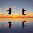 ずーっと行きたかったウユニ塩湖。 星空、朝焼け、サンセットまで、丸一日大満喫! 最後のジャンプが一番跳べました♫