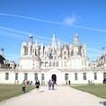 ▶︎フランス🇫🇷シャンボール  シャンボール城 Château de Chambord  ロワール川には数多くの古城がありますが、やはり1番大きく有名なのはシャンボール城ではないかと思います✨  時期によっては複数の古城をまわれるバスもブロワなどから出ています🚌 パリからのバスツアーなどもあると思いますので是非ロワール川の古城巡りを楽しんでみてはいかがでしょう😊  シャンボール城以外にも私が訪れたことのあるお城をいくつかこれからご紹介もしていければと思います🦋