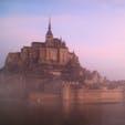 ▶︎フランス🇫🇷モン・サン・ミシェル  Le Mont Saint-Michel   やはり、最大限にモン・サン・ミシェルを楽しんで頂くには、宿泊していただいて、日中の青空、夕焼け、夜、朝焼けと時間による風景の移り変わりを感じるのがオススメです✨ 満潮など潮の満ち引きも一緒に楽しめると思います😊  この写真は朝撮ったもので、カメラのモードで少し彩度など上がってるとは思いますが、日中の青空だけでなく、この紫・ピンクがかった空にも魅了されました🦋