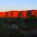 数年後には登頂できなくなるウルル。 降水確率がでれば登れない、 温度が高すぎても登れない。  例え登れなくても、「聖地」と言われるのが納得な空気感を感じられます。  #Australia #Ululu #AyersRock #世界の中心で愛を叫ぶ