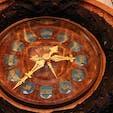▶︎フランス🇫🇷パリ  オペラ座 L'opéra Palais Garnier  ご存知の方も多いと思いますが、オペラ座にあるこちらの時計は私のお気に入りの1つです🕰 長針は日付、短針は月、秒針が曜日と言ったカレンダー時計…針が動くタイミングはほぼほぼ見られませんね😂  私の友人はオペラ座見学に行こうとして2度ほどオペラの練習等の事情で空いてなかったことがあったので、運試しか、しっかり情報を確認してください🦋
