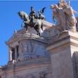 #ヴィットリオ・エマヌエーレ2世記念堂  #ローマ #イタリア 2017年2月  #フォロ・ロマーノ から#真実の口 に移動する途中🚶♀️🚶♂️  写真では伝わらなさそうだけど、騎馬に乗る #ヴィットリオ・エマヌエーレ2世 のオーラがすごい...✨