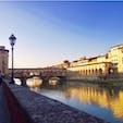 #ポンテ・ヴェッキオ橋 #フィレンツェ #イタリア 2017年2月  住居や店が組み込まれためずらしいヴェッキオ橋🏠🏠 上部はなんと#ピッティ宮殿 と#ヴェッキオ宮殿 、 #ウフィツィ美術館展 を繋ぐ#ヴァザーリの回廊  自宅と職場を直結させちゃう#メディチ家 すごすぎ😵