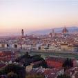 #ミケランジェロ広場 #フィレンツェ #イタリア 2017年2月  最高の日没を見にミケランジェロ広場へ🚶♂️🚶♀️  空と街の色が移り変わる様子が本当に綺麗で... 坂階段が過酷だけど、忘れてしまうくらいの絶景😊💕