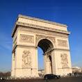▶︎フランス🇫🇷パリ  凱旋門 L'arc de triomphe   今年2月にフランスに戻った際には中には入らなかったのですが、向かいの道路からでも Gilet Jaune による落書きがうっすら見えました😢 歴史的遺産や景観を破壊する行為は賛同出来ないですが、権利を主張するという姿勢は見習いたいですね。  凱旋門、上まで登るのは螺旋階段なので、心して登ってください🦋
