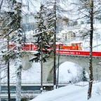 Saint Motitz Station サンモリッツ駅 Ratische Bahn レーティッシュバーン鉄道 Switzerland スイス 路線の殆どが世界遺産に指定されている鉄道会社、レーティッシュバーン。赤いビビットな車体が真っ白な雪に映える❄️