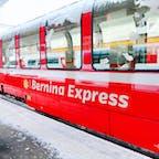 Bernina Express ベルニナ急行 Saint Moritz サンモリッツ駅 Switzerland スイス 鉄道ファン憧れのベルニナ急行に乗車、3時間かけて世界遺産の路線を通りスイスからイタリアに抜ける国境超えの鉄道