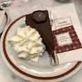 ウィーン カフェザッハーのザッハートルテ チョコレートと、甘さ控えめのクリームの相性が抜群でした!!!