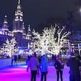 ウィーンの市庁舎広場にあるスケートリンク アイストラウム ライトアップがキレイ&スケートリンクが広い!! 今日までです💡