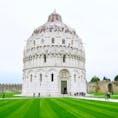 Battistero di San Giovanni 洗礼堂 Piazza del Duomo ピサのドゥオモ広場 Pisa ピサ Italy イタリア World Heritage Site 世界遺産 柱の手彫り装飾が綺麗なドーム状の建物