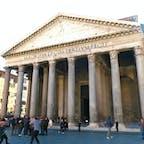 Pantheon パンテオン Rome Italy イタリア World Heritage Site 世界遺産 建物内はドーム型で天井にはホールが開いていて宇宙を感じられる空間