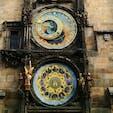 ▶︎チェコ🇨🇿からくり天文時計  6/10は時の記念日という事で、時計の写真を上げてみます🕰 時計はとても好きなモチーフの1つで、このような大きなものは特に惹かれます💓  残念ながら修復工事中でこの横とした部分などはブルーシートで覆われていたり、内部の見学等は出来なかったので、また修復された後リベンジしに行きたいです💪  チェコといえばミュシャに関連するものも多いので、そちらも是非楽しんでください✨ プラハ城の敷地内の教会にあるミュシャのデザインしたステンドグラスにはとても魅了されました。見上げるようにしか眺められないのが惜しいくらい素晴らしいです🦋