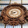 ▶︎パリ🇫🇷オルセー美術館  美術品も素敵なんですが、私的にオススメなのは、このオルセー美術館内にある時計🕰  元々駅舎だった建物なので、産業革命・蒸気機関の発達とともに時間という意識が細分化されてきた歴史の流れも感じられる時計なのかなぁと個人的には思っています🦋