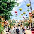 ベトナム ホイアン 提灯がたくさん飾ってあって、昼間は鮮やかな様々な色の提灯を、 夜は光る提灯と、灯籠流しを楽しめました(*'ω'*)