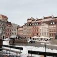 ワルシャワの旧市街 壁に囲まれた旧市街は違う世界にいるような街並みでした!! お土産ショップやレストランがたくさんありました。 物乞いには要注意。