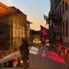 3年に一度の大騒ぎ  ここチューリッヒでは3年に一度のお祭り そう聞いてスイスの山と湖の、のどかなお祭りを想像して来てみると。 街全体がクラブ化しているというかEDMジャックされ大変な事になってます。 もう24時ですよね 街中が沸騰してます やはりヨーロピアンは、、普通の感覚で勝負しても話にならない 異次元の起点でいかないと