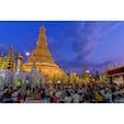 ミャンマー・ヤンゴンで祈る人々