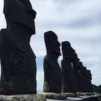 イースター島でモアイ像の修復に協力した日本人のおかげで、ここにモアイ像を置くことが認められました。