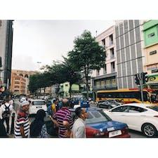 📍マレーシア クアラルンプール アジアって感じ、、が良い!ほとんど歩行者用の信号がなくて、車がいっぱい走ってると大通りを渡ったときはほんまにいままでで一番の恐怖やった、