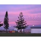 📍シドニー Coogee beach 私が約1年住んでたところ。シドニーで一番大好きな場所。加工なしでこの空の色...!