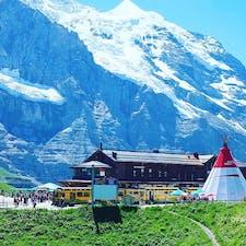 スイス🇨🇭ユングフラウ・ヨッホへの、乗換駅クライネ・シャイデック。  スイスを旅した中でも、私の中でトップクラスの好きな場所。