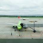 ウラジオストクの空港 小さな飛行機なので、S7航空は預け荷物に別途チャージが必要でした。 ご注意下さい。