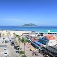 Korea 韓国 Jeju island 済州島 Hyeopjae Beach 挟才海水浴場 협재해수욕장 夏休みは韓国の最南端にある済州島でビーチ三昧! 済州国際空港から30kmほど西に位置する挟才海水浴場は青い海に飛揚島が見える遠浅の美しいビーチ🏖