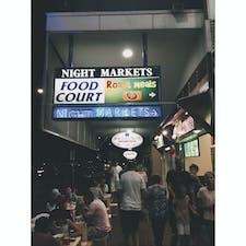 📍オーストラリア ケアンズ ナイトマーケット。ごはんも雑貨もあります。すごい賑わってる!お土産もここで買いました。グレートバリアリーフの塩から作った石鹸を買いました。
