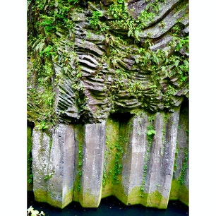 #高千穂峡 #宮崎 #5月 #観光スポット  高千穂峡番外編 この岩壁、すごくないですか… 惹かれました。 自然の力、圧巻です。