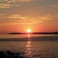 山口県下関市 角島 透き通ったエメラルドグリーンのとても美しい海で知られる角島ですが、ゆっくりと沈んでいく太陽が見せてくれる景色も本当に素敵です。