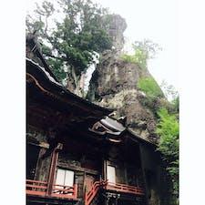 8月、榛名神社にて。1400年の歴史があり、とても厳かな雰囲気を感じます。鳥居からは本殿までは距離がありますが、たくさんパワーをもらうことができました。