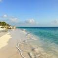 メキシコ🇲🇽 カンクーン 青い海と白い砂浜。そして、心地よい波の音♪