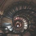 パリ  凱旋門の階段
