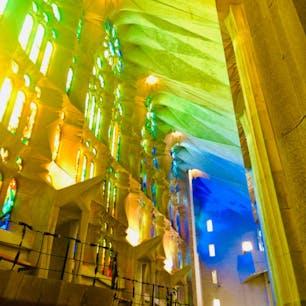 バルセロナ サグラダファミリアは内部もたいへん美しく感動