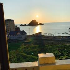鶴岡市の由良海岸の夕日です。9月7日に泊まったホテルからです。