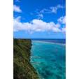 宮古島(沖縄県) 〜三角点〜 宮古ブルーを断崖絶壁から 眺める事が出来ます! 上から見てるとたま〜にウミガメが 息継ぎで顔を出す時があるらしいです!