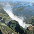 ジンバブエ/ビクトリアの滝 ヘリから撮った写真。水量が多くて水煙が上がり過ぎで見えずらいけど、やっぱり凄い滝ですね。この滝で3大瀑布をコンプリート!