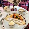 ウィーン ホテルザッハーでは有名なザッハトルテももちろん絶品ですが、パラチンケンもおススメ!! 夏は名産のアプリコットが添えられていてサイコーです♡