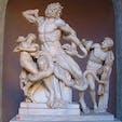 バチカン美術館 ラオコーン像 女神アテナにより神官ラオコーンは2人の息子とともにこのような姿に、、、 女神は強いです。 それにしても、バチカン美術館は必見です。システィーナ礼拝堂は撮影禁止ですけど、圧巻です。