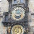 チェコ/プラハ 旧市庁舎のカラクリ時計。時報と共に始まる精巧なカラクリにびっくり。時計の文字盤のデザインが素敵でした。