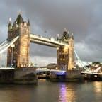 夕暮れのタワーブリッジ