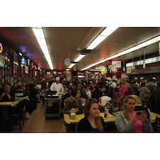 Katz's Deli in Manhattanーscooch and share the space and :) 意外と席は取れる♩
