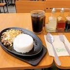 フィリピン:セブ島  フィリピン料理のお店INASAL💚 400円くらいでまぁまぁ美味しい😋笑