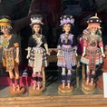 チェンマイのピン川にかかるChansom Memorial Bridgeを渡ってすぐ、リバーサイド地区にある小洒落た洋服屋さんnussaraの窓辺にはモン族の民族衣装姿のバービちゃんが💕 @nussara