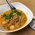 地元の人達で賑わう店内でカオソーイをいただきました。 カオソーイのスープの味を色々なお店で食べ比べるのも楽しい。 @ファン ペン (Huen Phen)